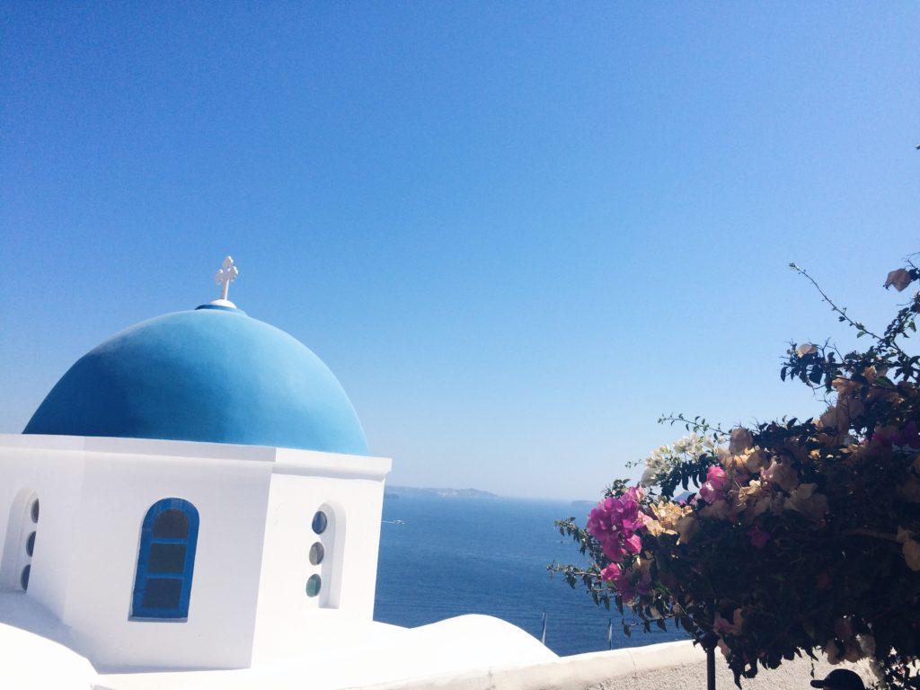 Oia Santorini niebieskie kopuły